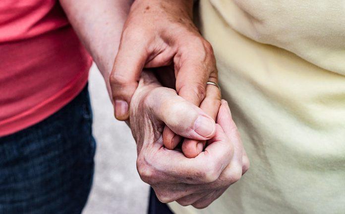 casal idoso e homossexual