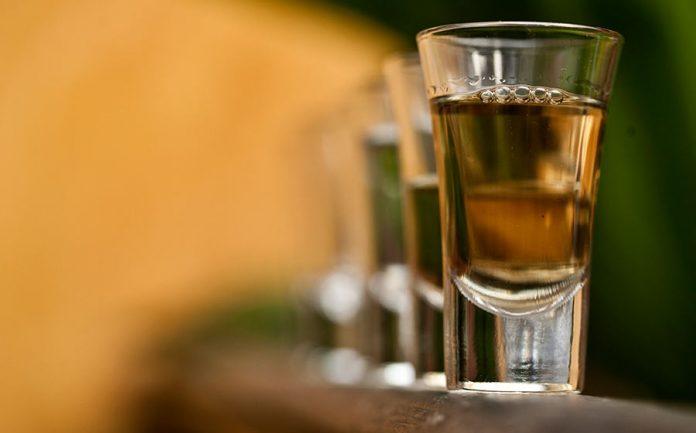 relação do álcool com demência